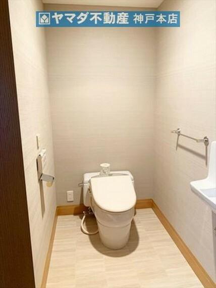 トイレ タンクレストイレです。手洗いも付いています。