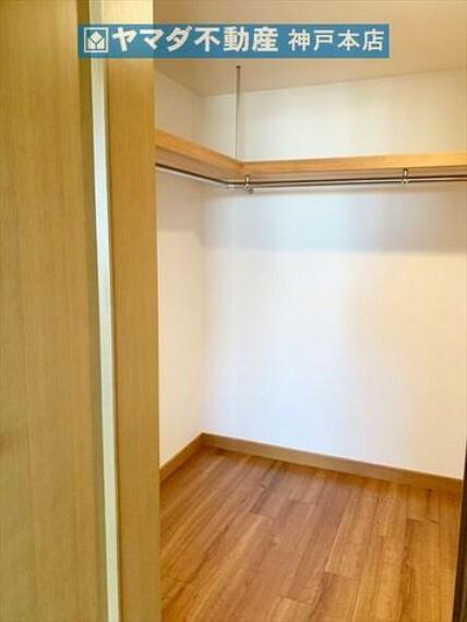 収納 洋室 約11.3帖。ウォークインクローゼットが付いています。