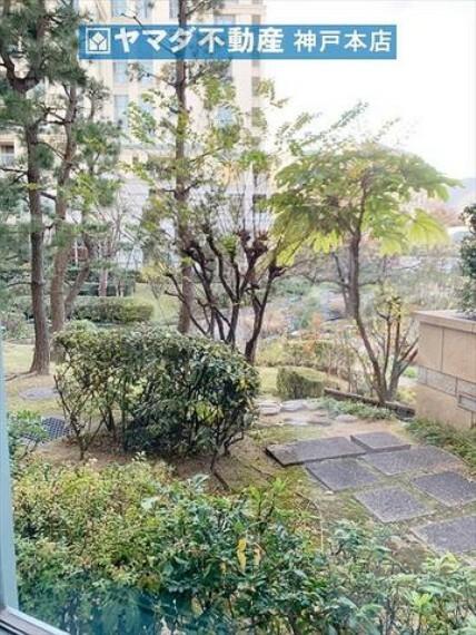 庭 マンション敷地内に庭園がございます。
