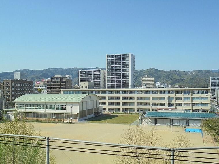 小学校 【小学校】はりまや小学校まで455m