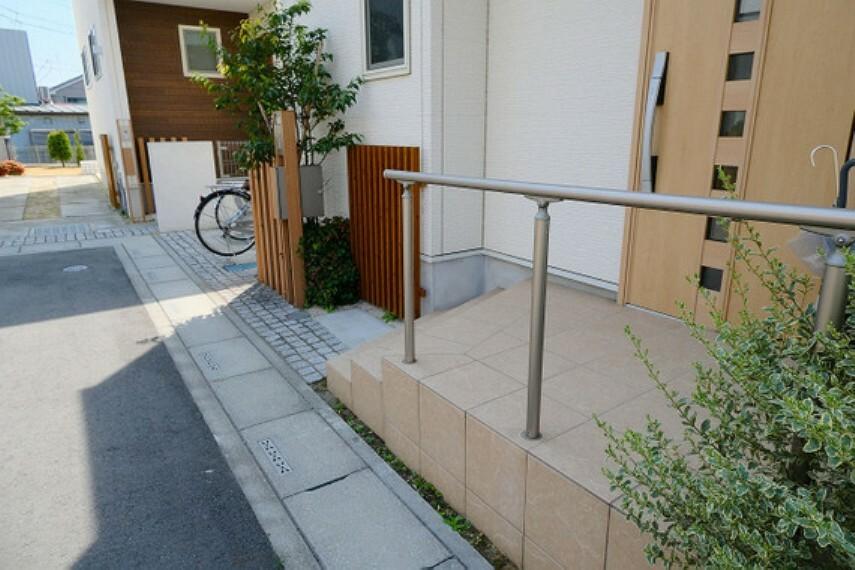 【玄関】モニターフォン・メールBOX付きの門柱