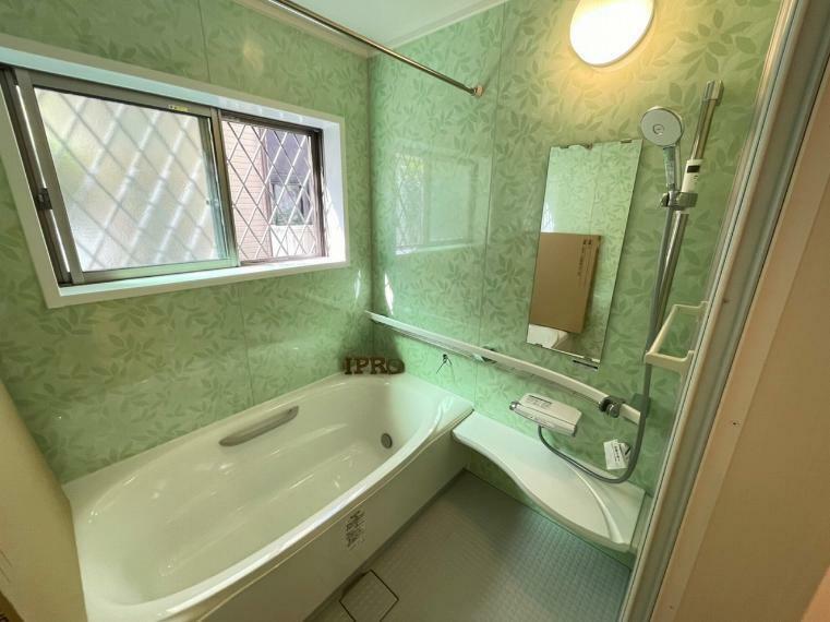 浴室 浴室は暖房・乾燥機能がついて雨の日が多い梅雨のシーズンのお洗濯にも活躍してくれそう
