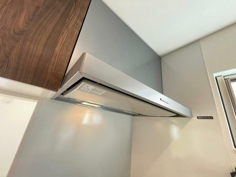 キッチン 大きな換気扇でお料理の匂いもしっかりキャッチ