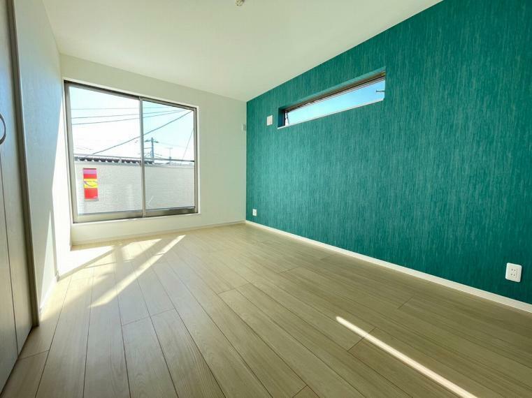 洋室 各居室は南側に窓があるのでどの部屋も陽当り良好です