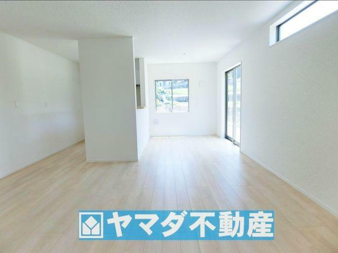 居間・リビング リビングリビング16.2帖。ひろびろとした空間で大人数のご家族でもゆとりがあります。