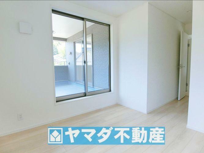 洋室5.7帖のお部屋です。間取り図2階の右側のお部屋です。