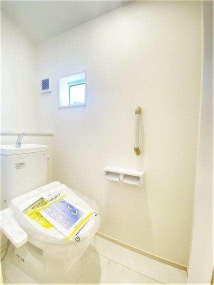 トイレ 温水洗浄便座でいつでも快適。