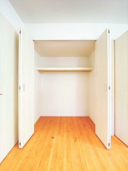収納 寝室には大きな収納が二つあります!