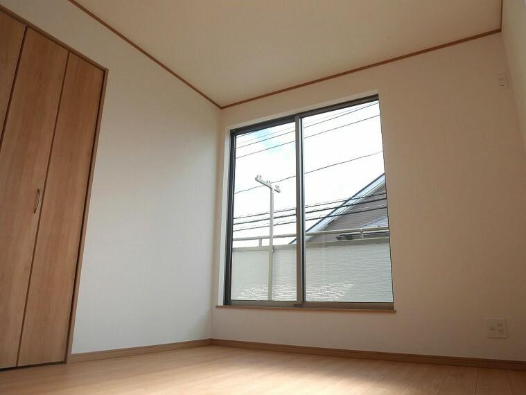 居間・リビング 全居室、収納つきなので、たっぷり収納してお部屋はスッキリとお使いいただけます!