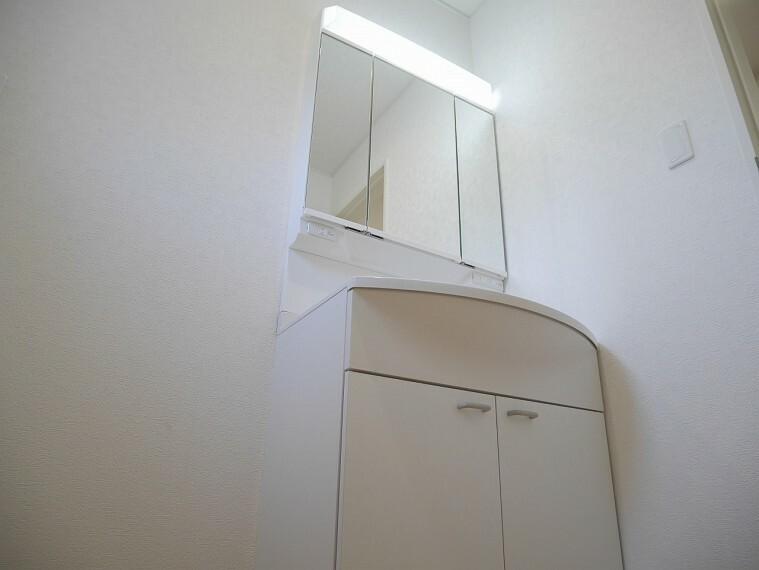 洗面化粧台 清潔感あふれる洗面室