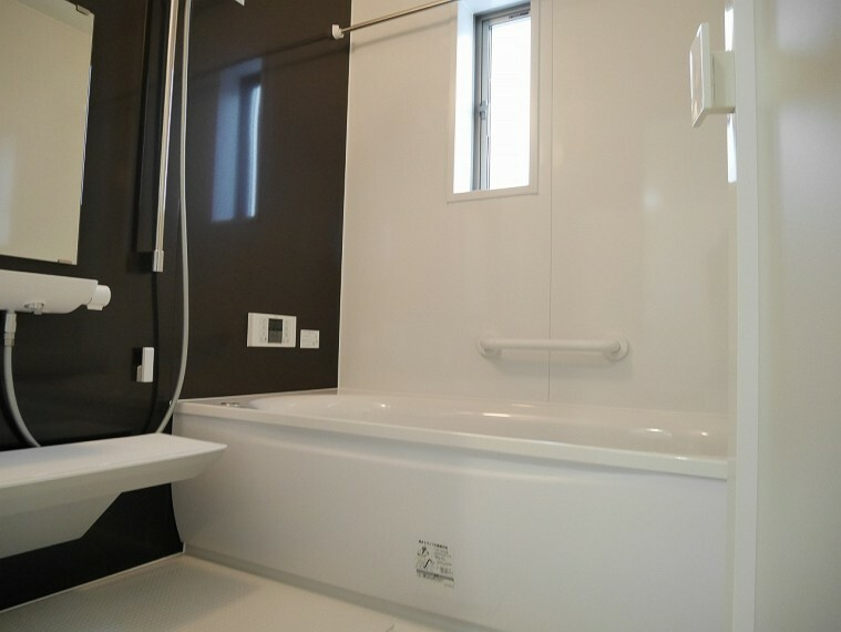 浴室 浴室には窓があり通風良好でいつも清潔感を保ちます