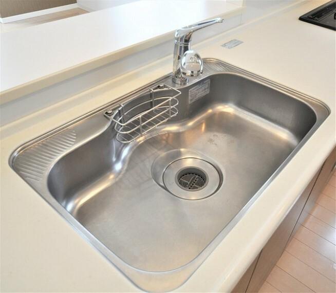 キッチン 浄水器一体型水栓とディスポーザー