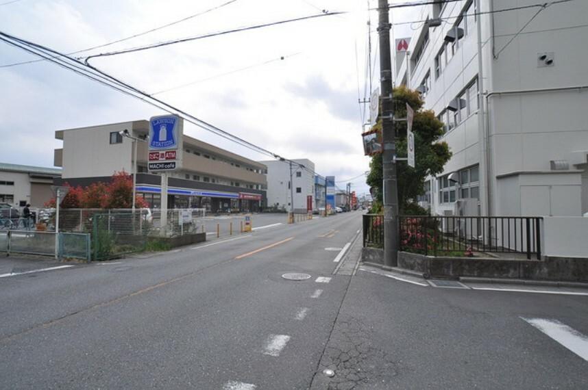 外観・現況 周辺には商業施設が多数あります。