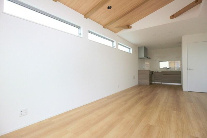 居間・リビング リビングはオープンでのびやかな空間を生み出す憩いのスペース。家族と過ごす時間を大切にした住空間です。 ■立川市幸町4 新築一戸建て■