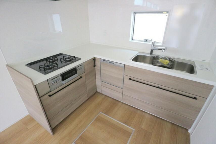 キッチン L字型のキッチンは最小限の動線で料理に集中できる優れもの。 ■立川市幸町4 新築一戸建て■
