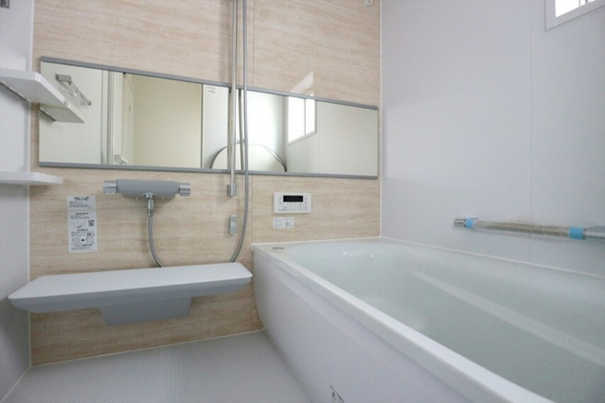 浴室 一日の疲れを癒しながら、お子様と一緒にバスタイムも楽しめる清潔感あふれる浴室です。浴室は換気・乾燥・暖房機能付きなので、雨の日のお洗濯や寒い冬でも1年中快適です。 ■立川市幸町4 新築一戸建て■