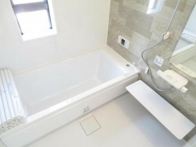 浴室 ゆったりバスルームでリラクゼーションタイム