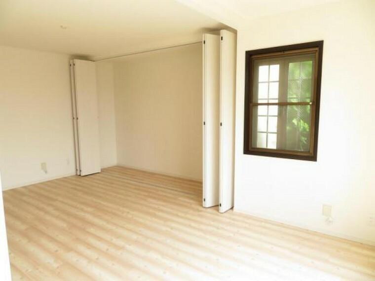 1階7畳の洋室。