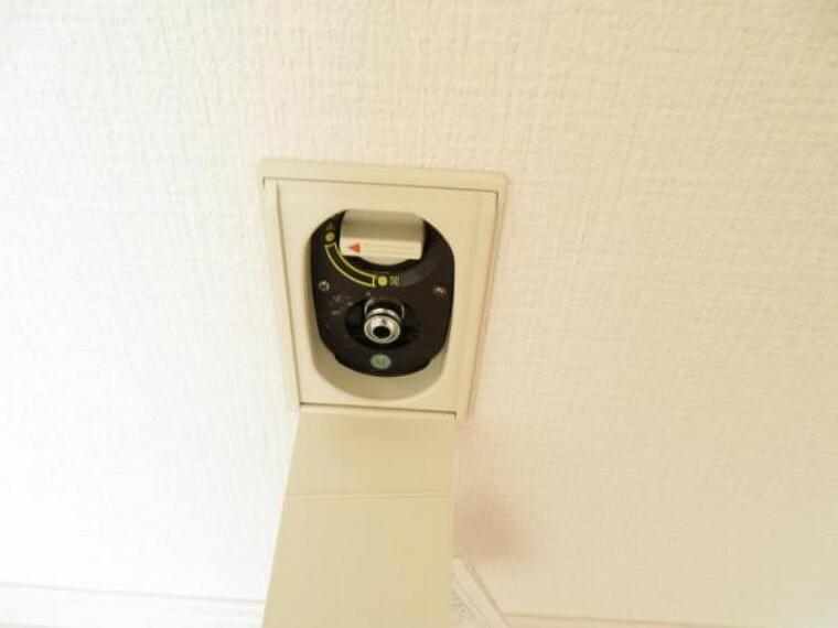ガス栓があるお部屋もあるので冬はガスファンヒーターも使えます。