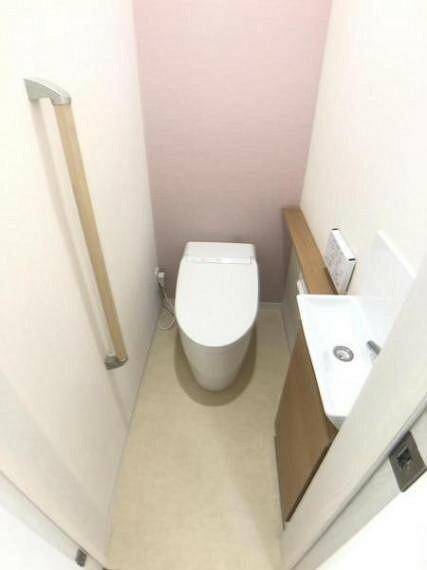 トイレ トイレはタンクレスタイプを採用/トイレにはキャビネット付きの手洗いを設けております