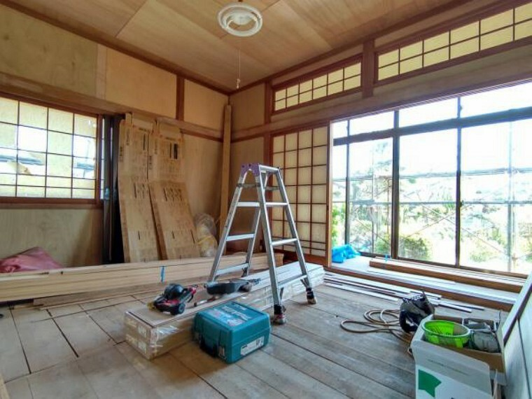 【リフォーム中(5/13撮影)】一階和室です。畳張替え、壁・天井もクロス張替えをします。