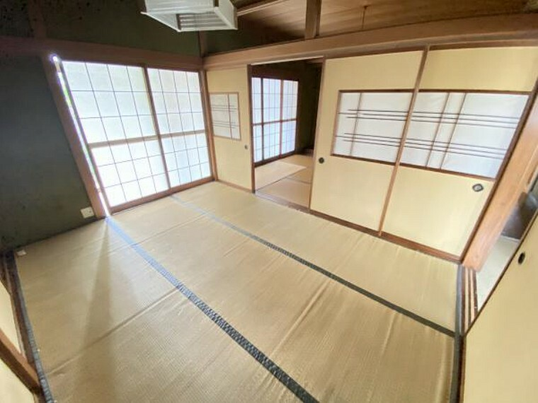 居間・リビング 【リフォーム前】現況で和室続き間の部分はLDKに改装いたします。床はフローリング、壁はクロスで仕上げ対面キッチンを設置します。