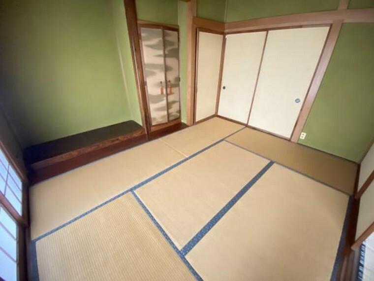 【リフォーム前】1階和室です。畳は表替えを行い、壁はクロスで仕上げます。1階に和室があるとお客様が来られた時にも安心ですね。
