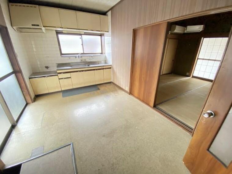【リフォーム前】1階DKです。改装後は脱衣場兼洗濯室になります。壁はクロス、床はクッションフロアで仕上げます。洗濯スペースが広いと家事も楽になりますよね。