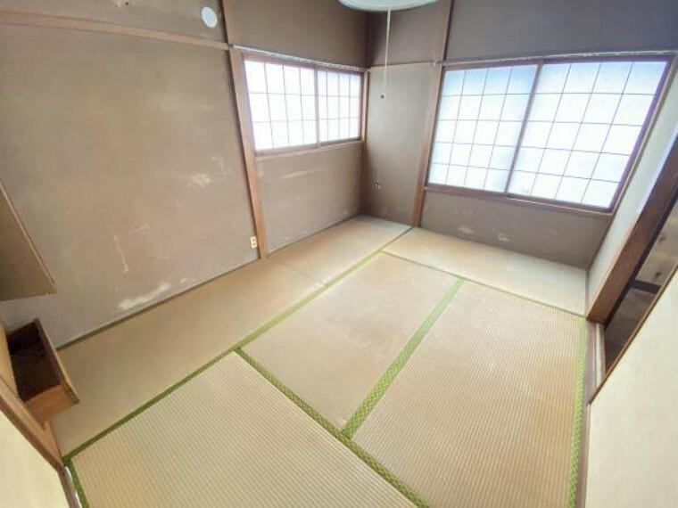 【リフォーム前】2階和室6帖です。畳は表替えを行い、壁はクロスで仕上げます。収納もありますのでお洋服やお荷物が多くても安心ですね