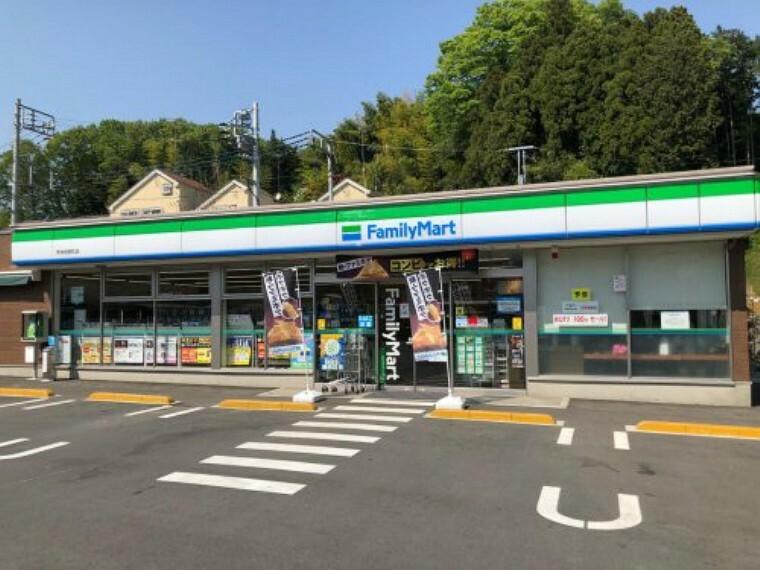 コンビニ 【コンビニエンスストア】ファミリーマート 秀栄相原町店まで762m