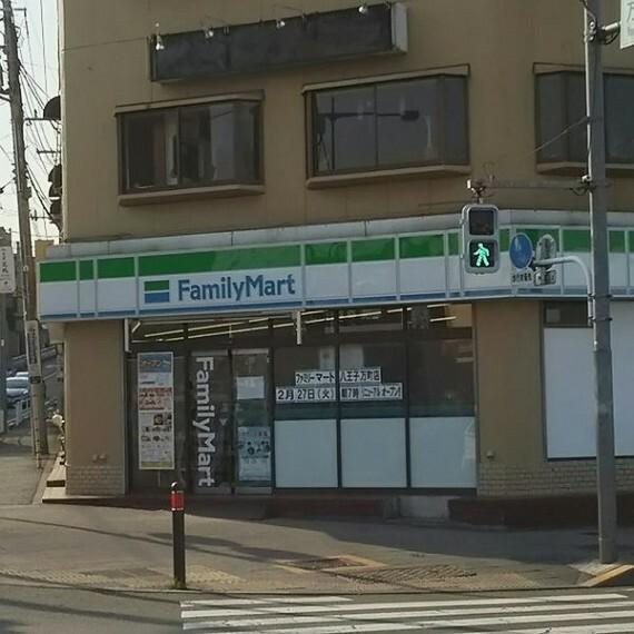 コンビニ 【コンビニエンスストア】ファミリーマート 八王子万町店まで429m