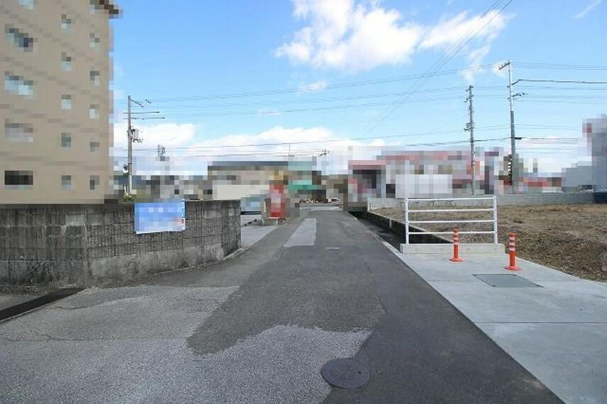 現況写真 分譲地進入路前→北