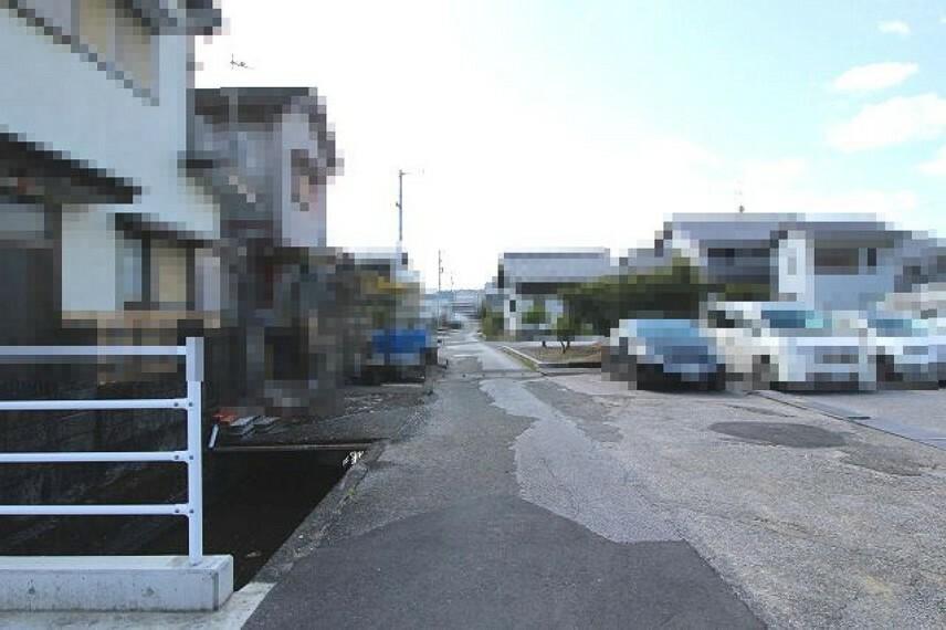 現況写真 分譲地進入路前→南