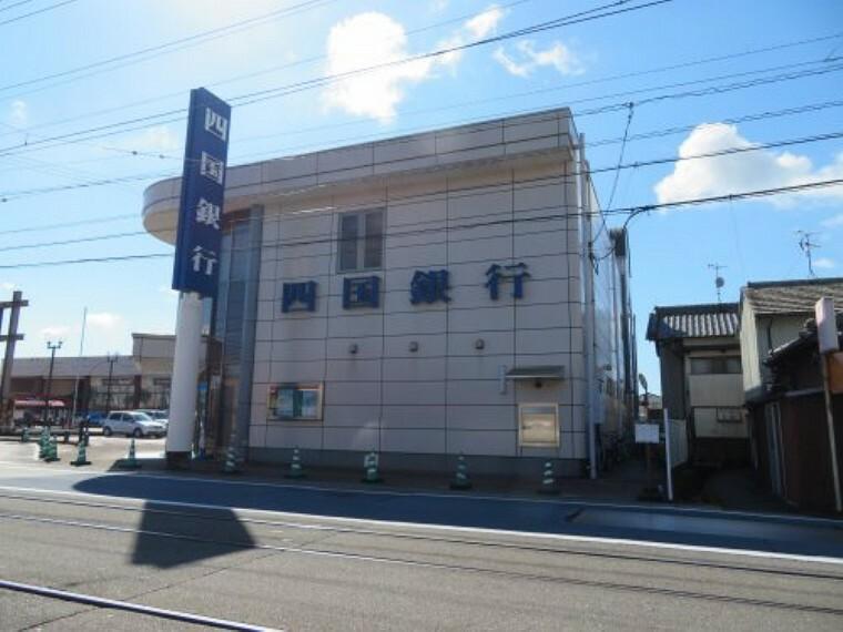 銀行 【銀行】四国銀行 南国支店まで557m