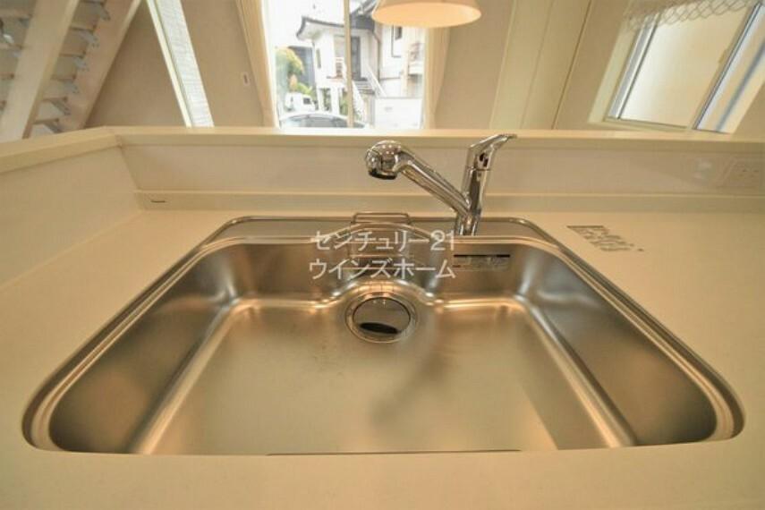 キッチン 浄水器一体型水栓はいつもキレイなお水を料理や飲料水に利用できます!ご飯も美味しく炊けそうです!
