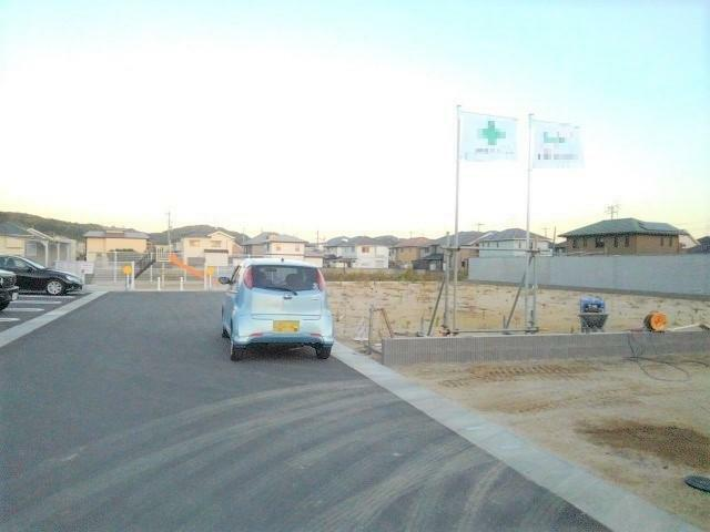 現況写真 前面道路は6mあるので車の出し入れも落ち着いてできますよ!