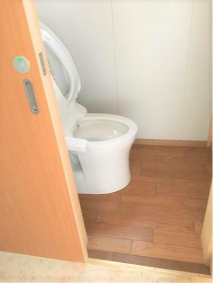 トイレ 2019年にリフォーム済み! お子様でも開け閉めしやすいドアです!