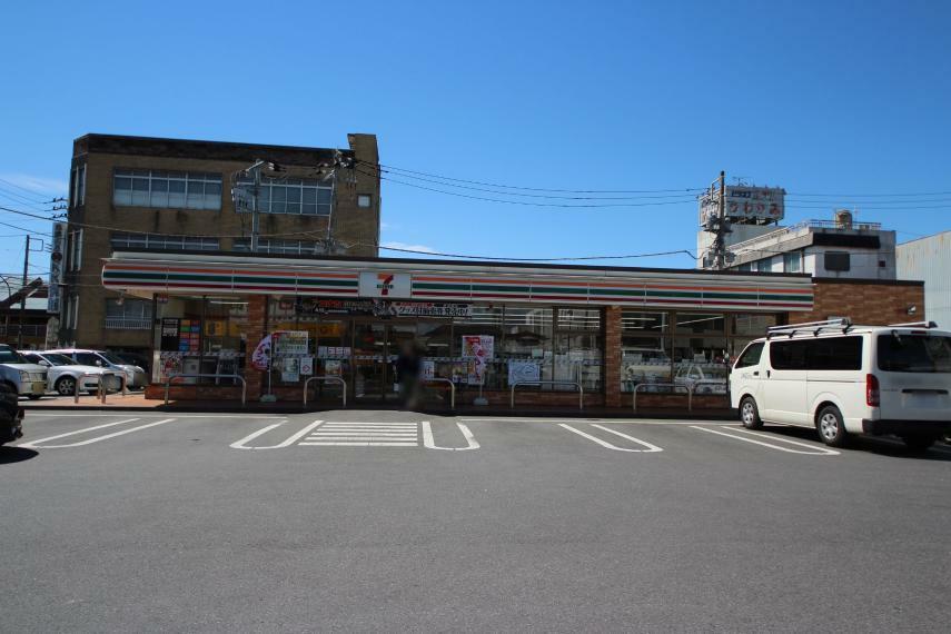 コンビニ セブンイレブン足利伊勢町店