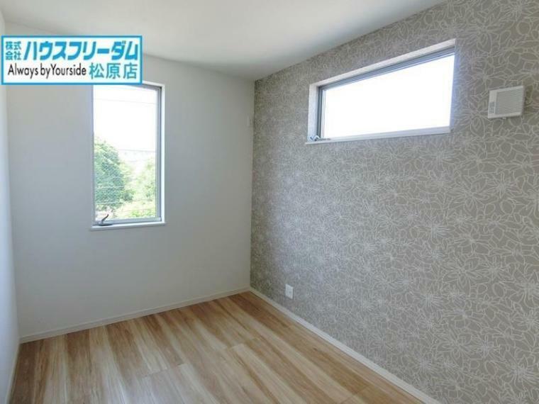 洋室 ベッドや机の配置もしやすく好きなものを飾る楽しみもあるお部屋!お好みの部屋を自由につくることができます! ゆとりある部屋数の4LDK!居室や在宅ワーク用など多目的にお使いいただけます!