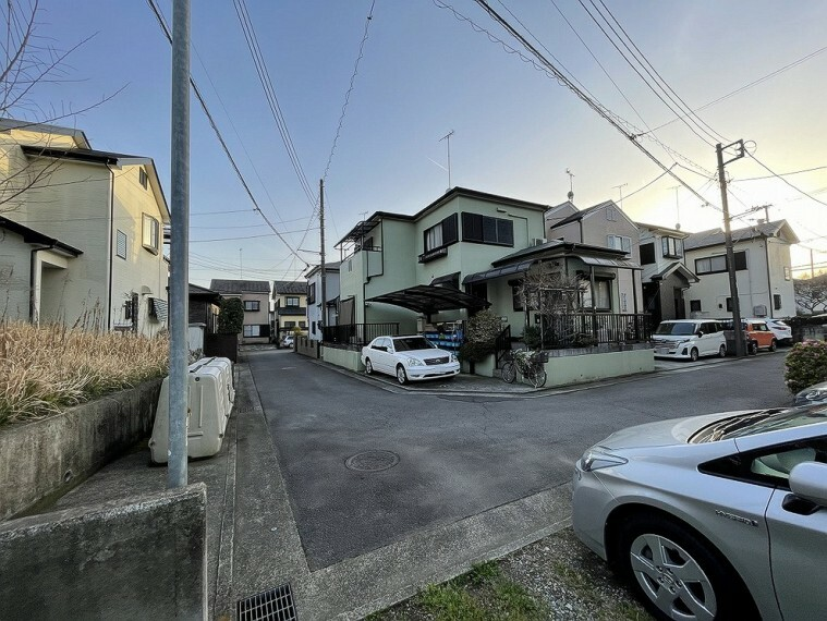 現況写真 開発分譲地内につき街並みに統一感がありますね。