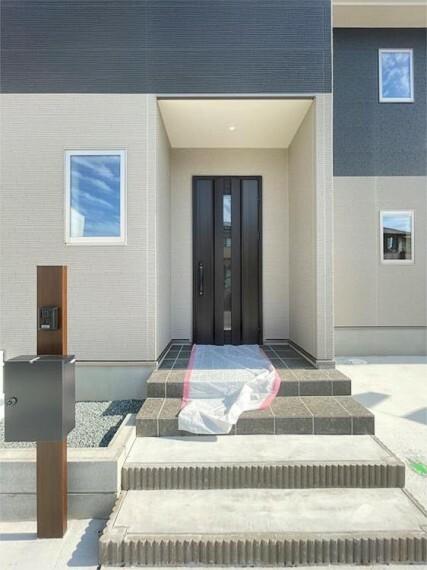 玄関 四季の移り変わりを感じられる贅沢な空間