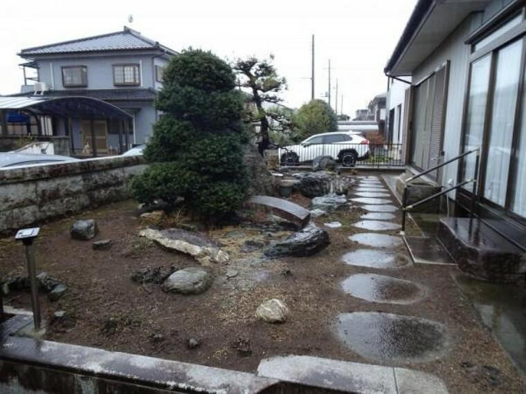庭 【リフォーム中】こちらは駐車スペースになる予定です。2台駐車可能になります。