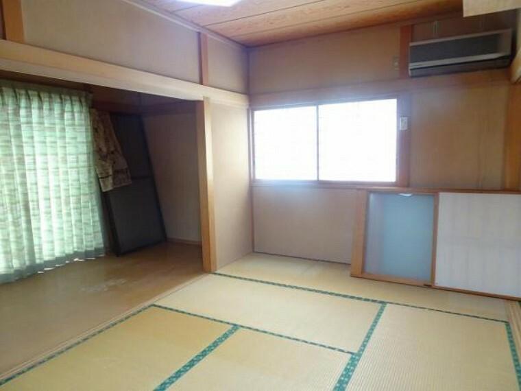 居間・リビング 【リフォーム中】現在は和室になっておりますが、リビングに変更致します。フローリング張替、クロス貼替致します。