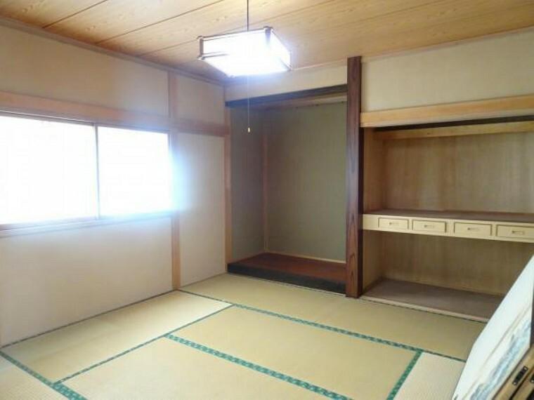 【リフォーム中】北西側和室。こちらは洋室に変更致します。押入もクローゼットに変更致します。