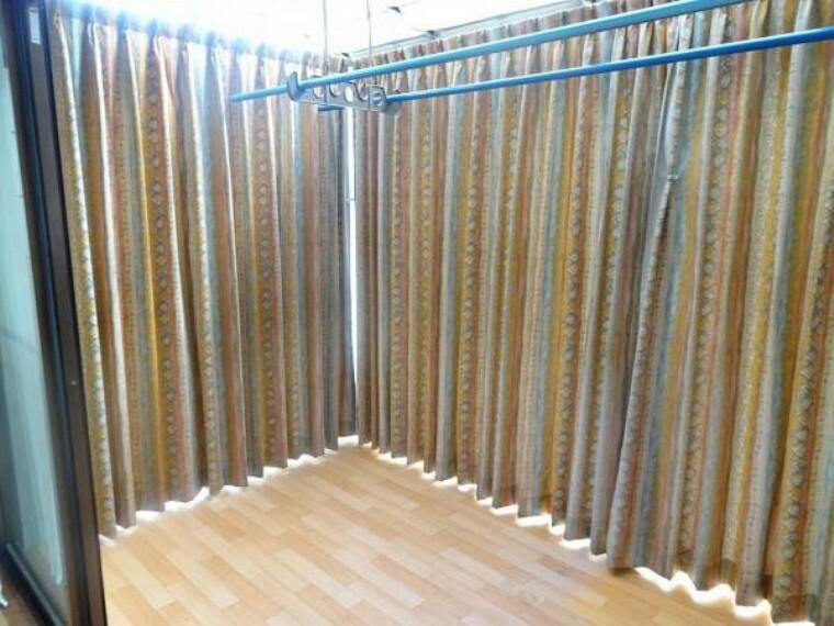【リフォーム中】サンルーム写真。こちらはクリーニングを行います。雨の日でも洗濯物が干せます。