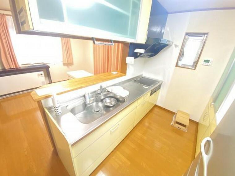 キッチン 【リフォーム中】キッチンは水栓金具、レンジフード、IHコンロ、キッチンパネルを交換致します。