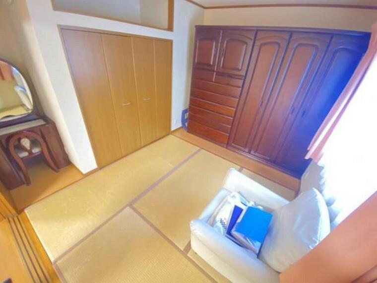 【リフォーム中】LDK横の和室です。畳を表替え、クロス張替え致します。