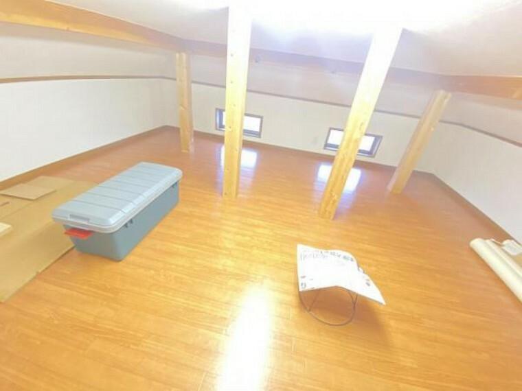 【リフォーム中】2階小屋裏収納です。約10帖あるのでお荷物が多い方でも安心ですね。