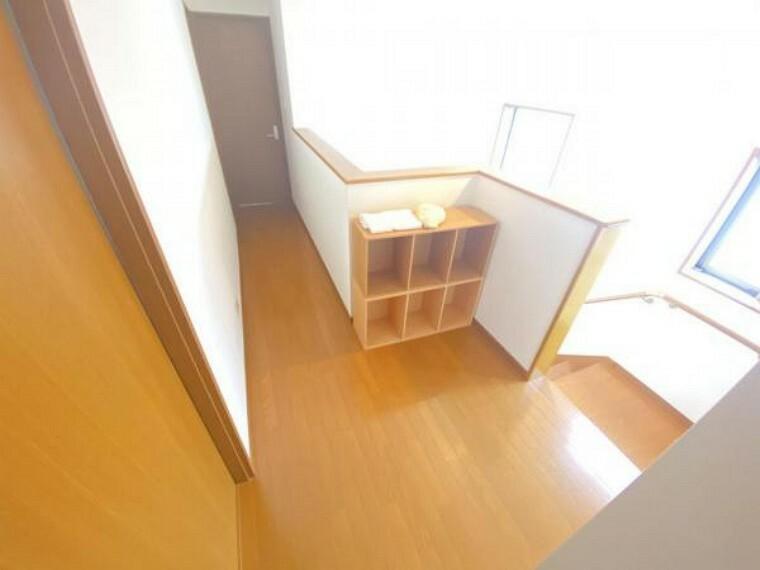 【リフォーム中】2階廊下です。フローリングはワックスがけ、天井・壁はクロス張替えを行います。