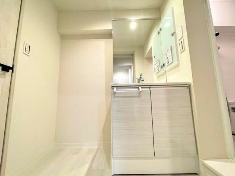洗面化粧台 上質な洗面空間がゆとりの時間を演出